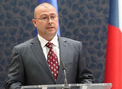 Barták nevrátil ministerský mobil. Jeho poradkyně zase notebook