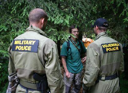 ČT podává trestní oznámení. Kvůli pátečnímu zásahu ozbrojenců