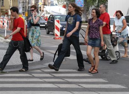 Češi mají menší obavy z cizinců. Ukázal to průzkum STEM