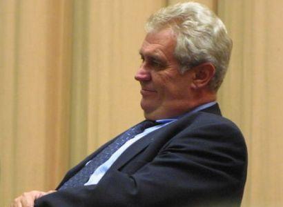 Zeman definitivně potvrdil kandidaturu proti Paroubkovi