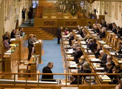 Senátoři jsou pro přímou volbu prezidenta. Nečas podpořil P. Sobotku