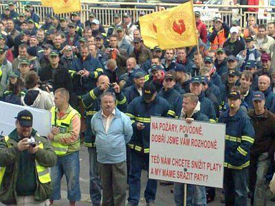 Odbory chtějí před protesty ještě jedno jednání tripartity. Vyhoví jim Nečas?