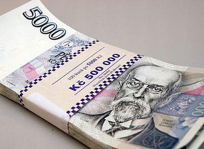 Koruna je bezpečná. Euro přijde do Česka až později, míní ekonomové