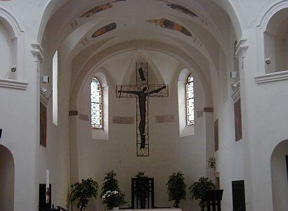 Komunisté chtějí referendum o církevních restitucích. Vláda návrh projedná