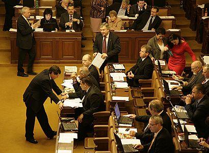 ODS a TOP 09 se neshodnou na rozpočtovém určení daní, debata se odkládá