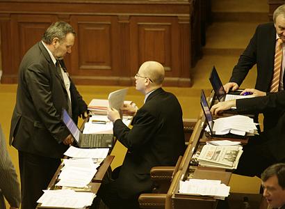 KSČM nezapomene na další vládní kauzy, slibuje Kováčik