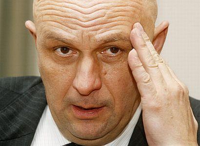 Žaloudík byl režimní kádr, zaútočil Julínek na konkurenta