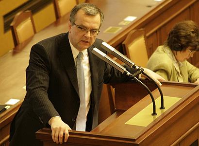 Penzijní reformu už nezrušíte, vysmál se Kalousek ČSSD