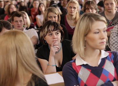 Koalice bojuje o školné. Bude se platit hned nebo až po studiu?