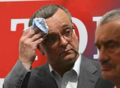 Vládní krize trvá, ale na reformách se pracuje, tvrdí Kalousek