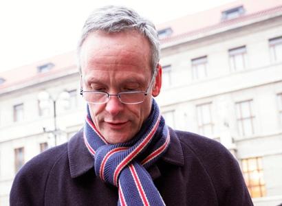 Cyril Svoboda měl odevzdat většinu v činžáku. Odmítl