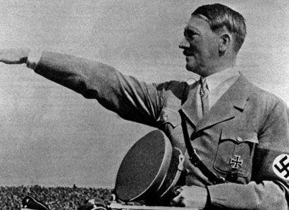 Oživte Hitlera, vyzývala žena při pochodu Varnsdorfem