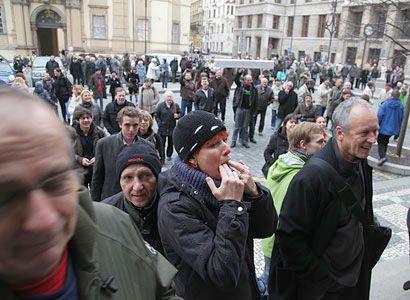 Ne sto. Už více než tisíc lidí se chystá na demonstraci proti koalici