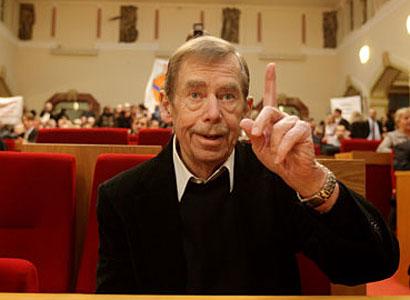 Dva z Hradu na plakátu: Havel propaguje autobazar, Špaček vychvaluje brambůrky