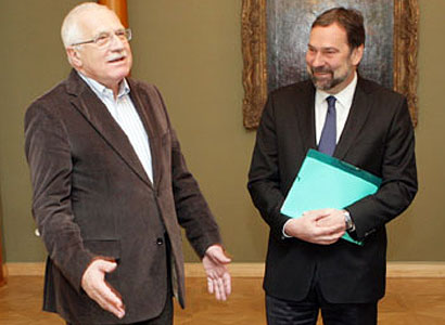 Klaus po jednání s koalicí: Vláda nepadne