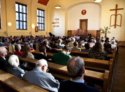 Aby tam po vás nezůstal smrad, vzkazuje Uhl církvi