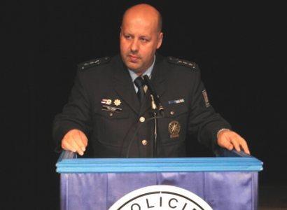 Vůči vzkazům od premiéra jsem imunní, tvrdí policejní šéf Lessy