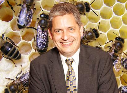 Zelení podporují Dienstbiera. Chtějí ho v Senátu, protože choval včely