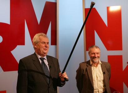 Vláda dělá reformu z blbosti. Senior Zeman ohrožoval Jílkovou holí