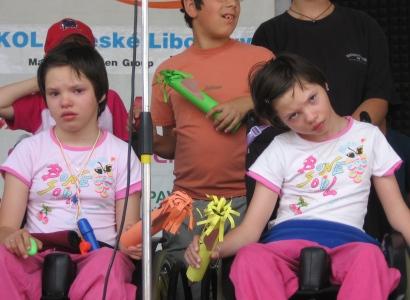 Matka dětí na vozíku: Vezmou mi 12 tisíc měsíčně, budeme živořit