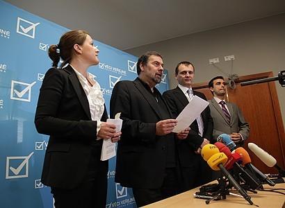 Zdravotní reforma musí projít sněmovnou v červnu, pohrozil VV Šťastný