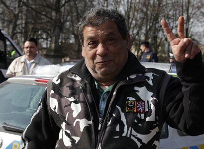 Poslanec ODS měl na Facebooku výzvu k vysídlení Romů