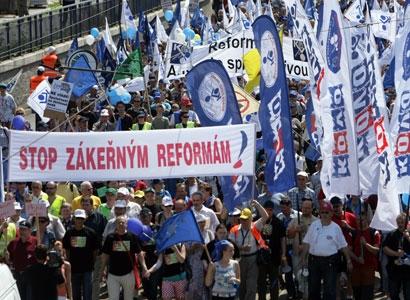 Peklo Nečasovy vlády: 40 tisíc odborářů a jejich řečníci