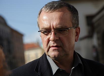 Kalousek proti reportáži ČT: Nejsem nadministr, účelová manipulace
