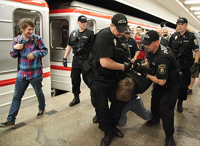 Odbory to dokázaly: Pražské metro nejede