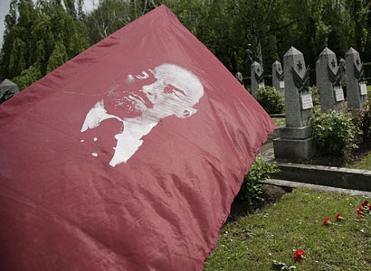 Zvrátil revoluci v 89´, volí KSČM a říká: Nevinní pohraničníci