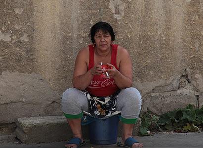 Starostové úpí kvůli Romům: Pomoc, Nečasi, je jich čím dál víc