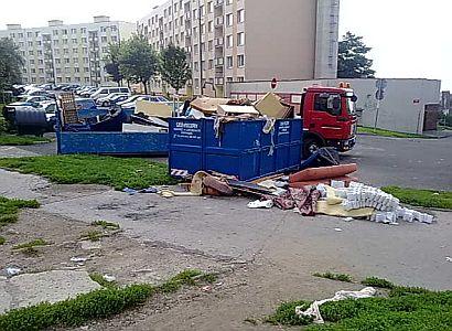 Paneláky hrůzy, kde bydlí Romové. Sem opravdu nejezděte