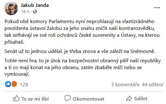 Jakub Janda udeřil na Sněmovnu