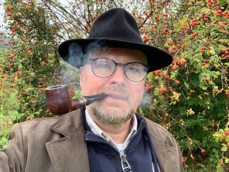 Petr Fiala dělající si první selfie