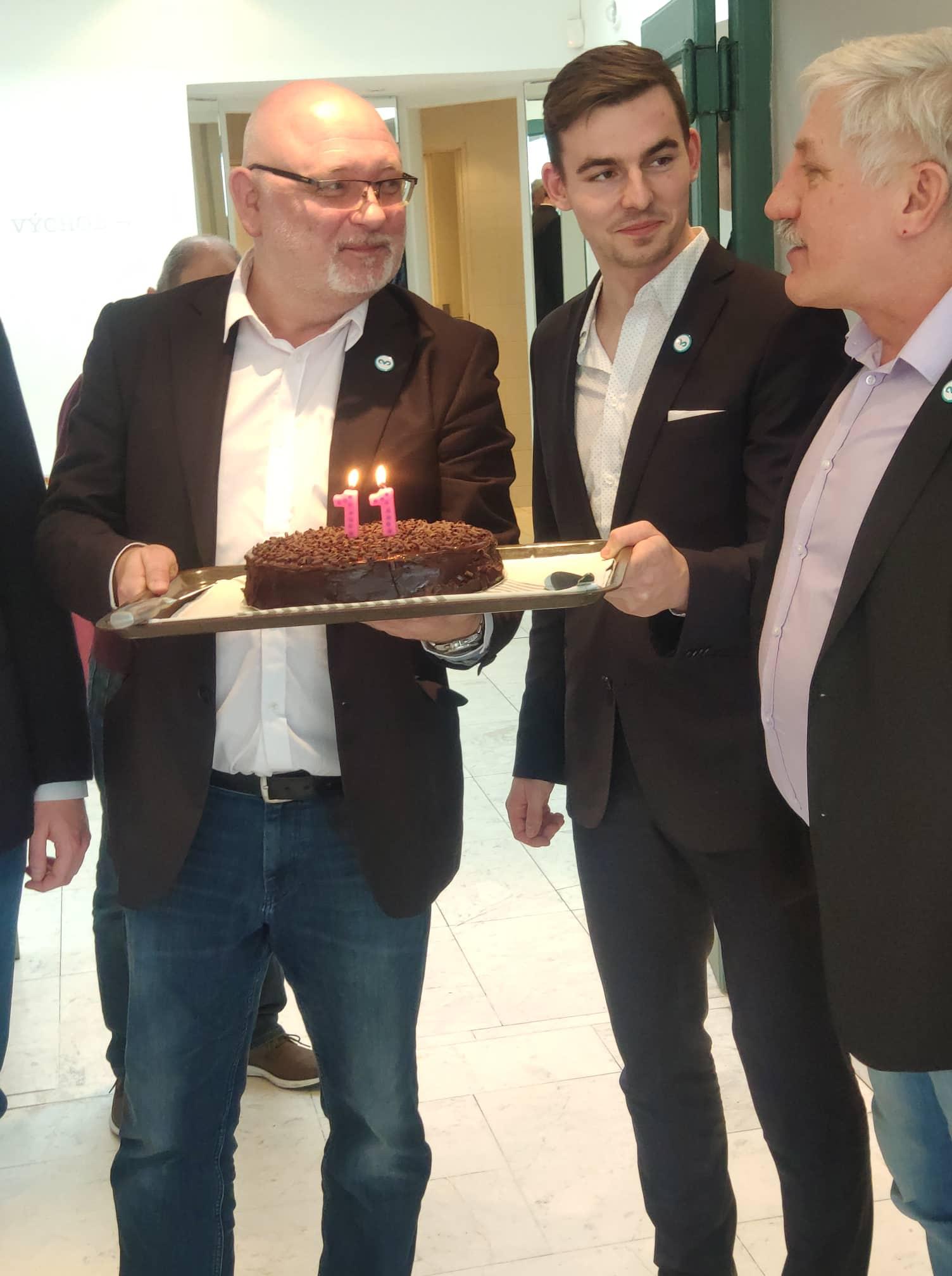 11. výročí založení Svobodných, zleva: místostarosta Jan Dočekal, předseda Libor Vondráček a zakládající člen Jiří Payne