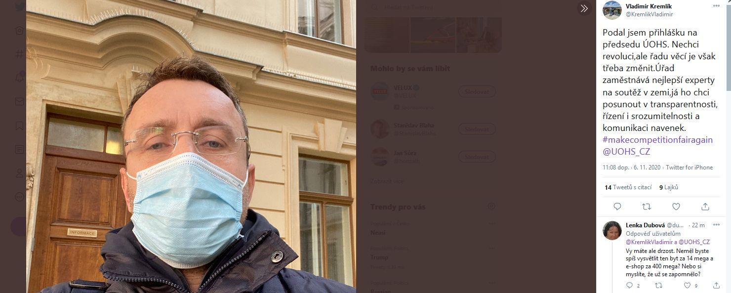 Vladimír Kremlík před Úřadem vlídy.