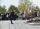 Premiér Sobotka uctil na Vítkově památku bojovníků za Československo
