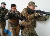Elitní instruktor vyzývá civilisty, aby se ozbrojili