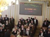 Poslanci přistoupili k regulaci úvěrů. Babiš čelil věřitelům