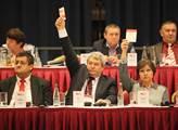Víme, kdo má velkou šanci nahradit Filipa v čele KSČM a jak může být důležitý prezident Zeman. Čtěte o pozadí sjezdu komunistů