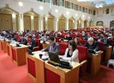 Zastupitelé projednají nákup akcií PVK či smlouvu se Šanghají