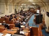 Senátoři navrhují ocenit pěvkyni Urbanovou či ekonoma Zeleného