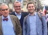 Demonstrace v Česku, FOTO a VIDEO: Role TOP 09, Kalousek a reakce. Jiří Drahoš. Drsné údajné svědectví o Zemanovi, opilém na zemi mezi Rusy