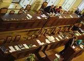 Do sněmovny dorazilo málo ministrů. To rozpálilo Stanjuru