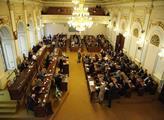 Poslanci se vrátili k debatě o Ukrajině. Babišův Komárek má jasno, že agresorem je Rusko