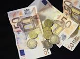 Kdybychom tak přijali euro se Slovenskem, byli bychom na tom dnes mnohem lépe. Ekonom v ČT nešetř...
