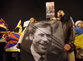 Havel není lék na sajrajt, ale jeho součást. Politolog Doležal hovoří o bohovi, kterého očichávají psi
