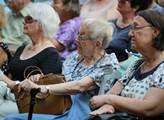 Přibývá důchodců, kteří pracují. Podle ČSÚ jich je 145 tisíc