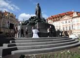 Petici proti Mariánskému sloupu na Staroměstském náměstí podepsalo 1100 občanů