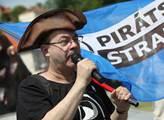 Další stížnost na Českou televizi. Pirátům se nelíbí, co provedla s předvolebními debatami